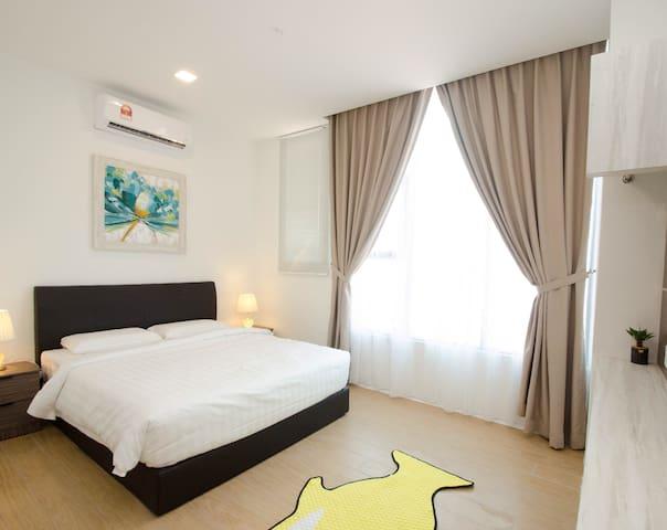 Best Home 2BR@Mall near airport新高级公寓2房在商场近机场市区