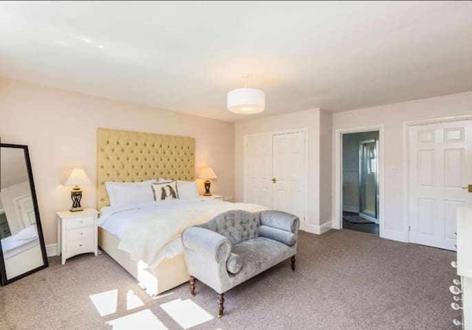 Luxurious Large Super King Room with Ensuite
