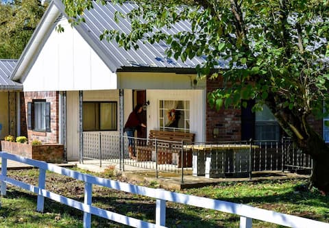 Mulberry Acres - Quiet Retreat - No Cleaning Fee