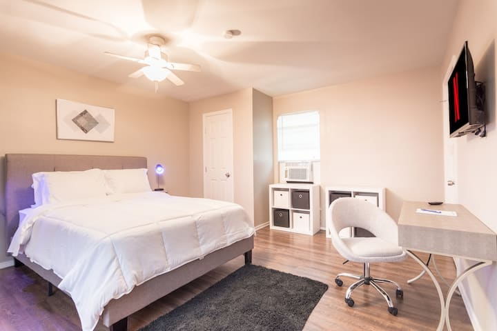 💚The Pecan! 🧡Junior Suite Desk Space & Fast WiFi📶