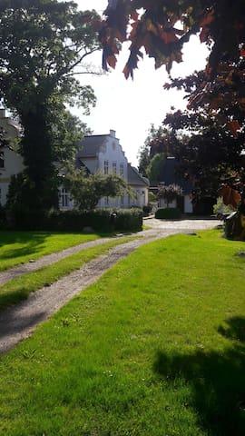 Fuglsanggård. Private annex in nature.