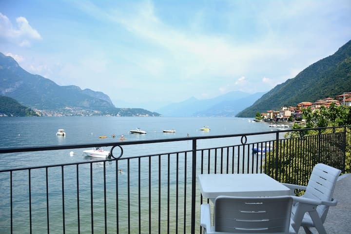 Bellagio Villas Turandot with garden on the lake