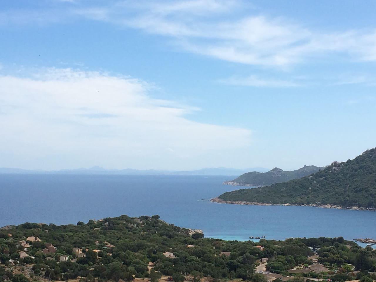Vue baie de Santa giulia et Sardaigne au fond
