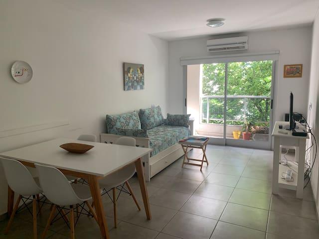 Apartamento 2 ambientes con balcón La Plata centro
