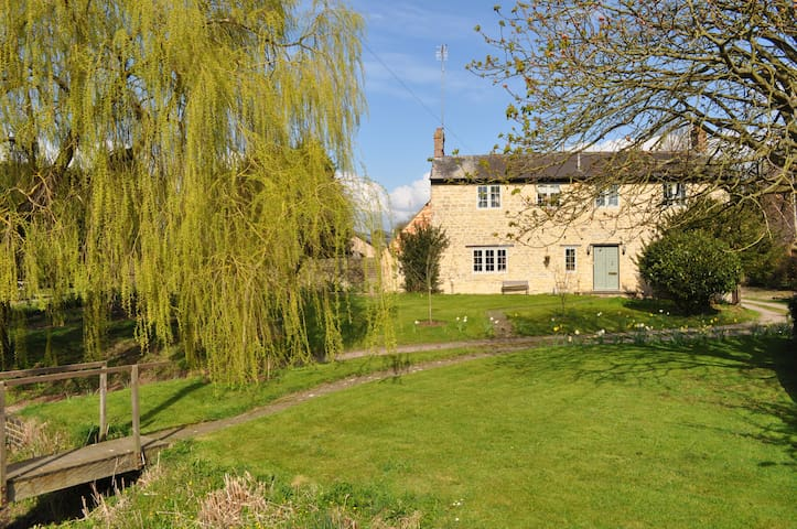 Double Room In Farm House B&B including Breakfast - Beachampton - Bed & Breakfast