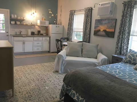 Adorable studio close to Siesta beach!