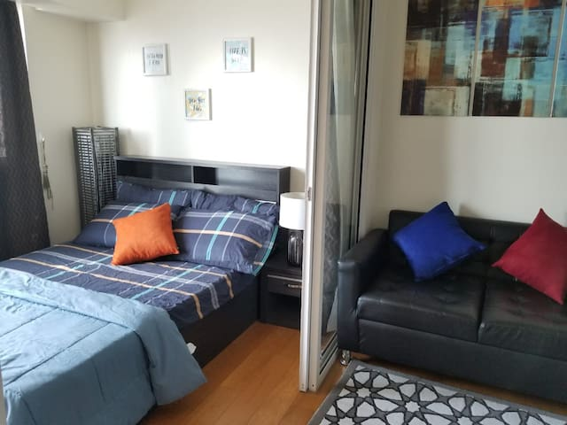Homey 1BR Acqua Livingstone w/ Pool & Gym