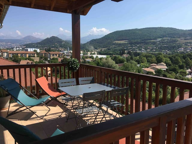 Bright apartment on mountains view **