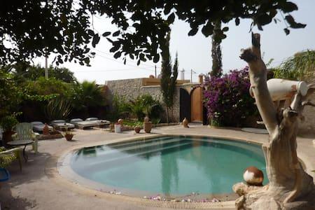 Villa Grenadine Petit déjeuner inclus Piscine - Bed & Breakfast