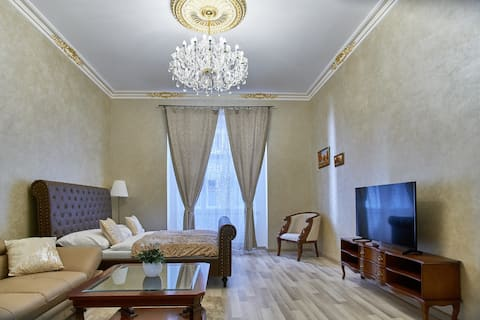 ***OLD TOWN SQUARE ROYAL APARTMENT***