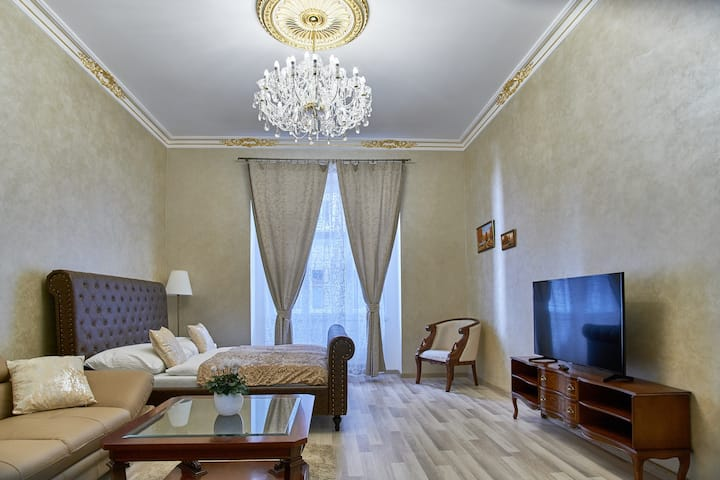 PRESIDENTIAL ROYAL APARTMENT IN HEART OF PRAGUE