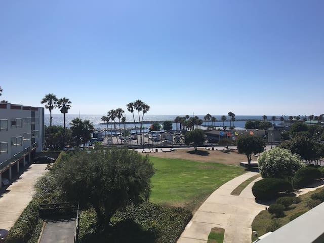 Bohemian Lux @ King Harbor! Beach, pool, hot tub. - Redondo Beach - Apto. en complejo residencial