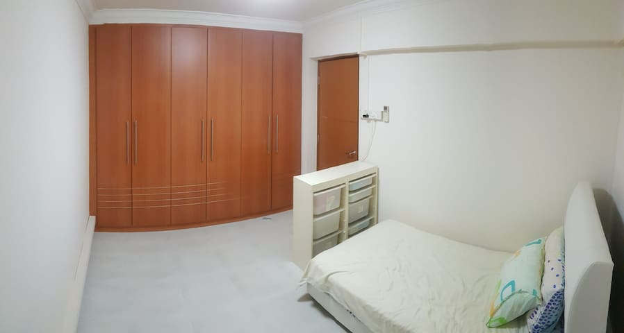 Spacious common room with laundry and cleaning