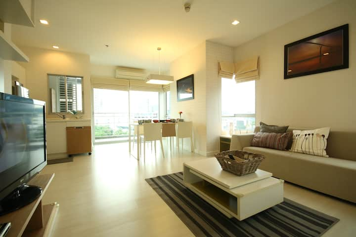 2 BR(5 Pax) near MRT/WIFI/Pool/Gym+Airport pick up