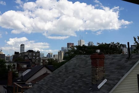 Sunny Room in Kensington Market + Balconyl! - Toronto - Apartment