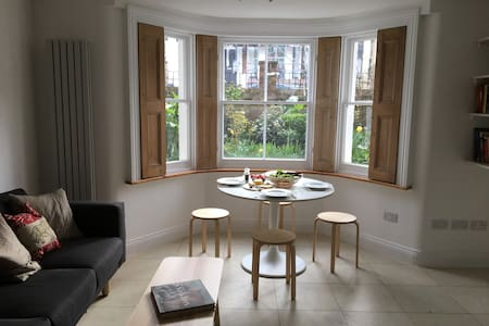Bright two bedroom flat in Hammersmith. - Londres - Pis