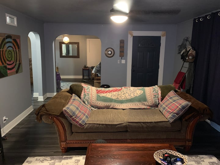 2019 BBBQ house for rent! Hot tub and pool!