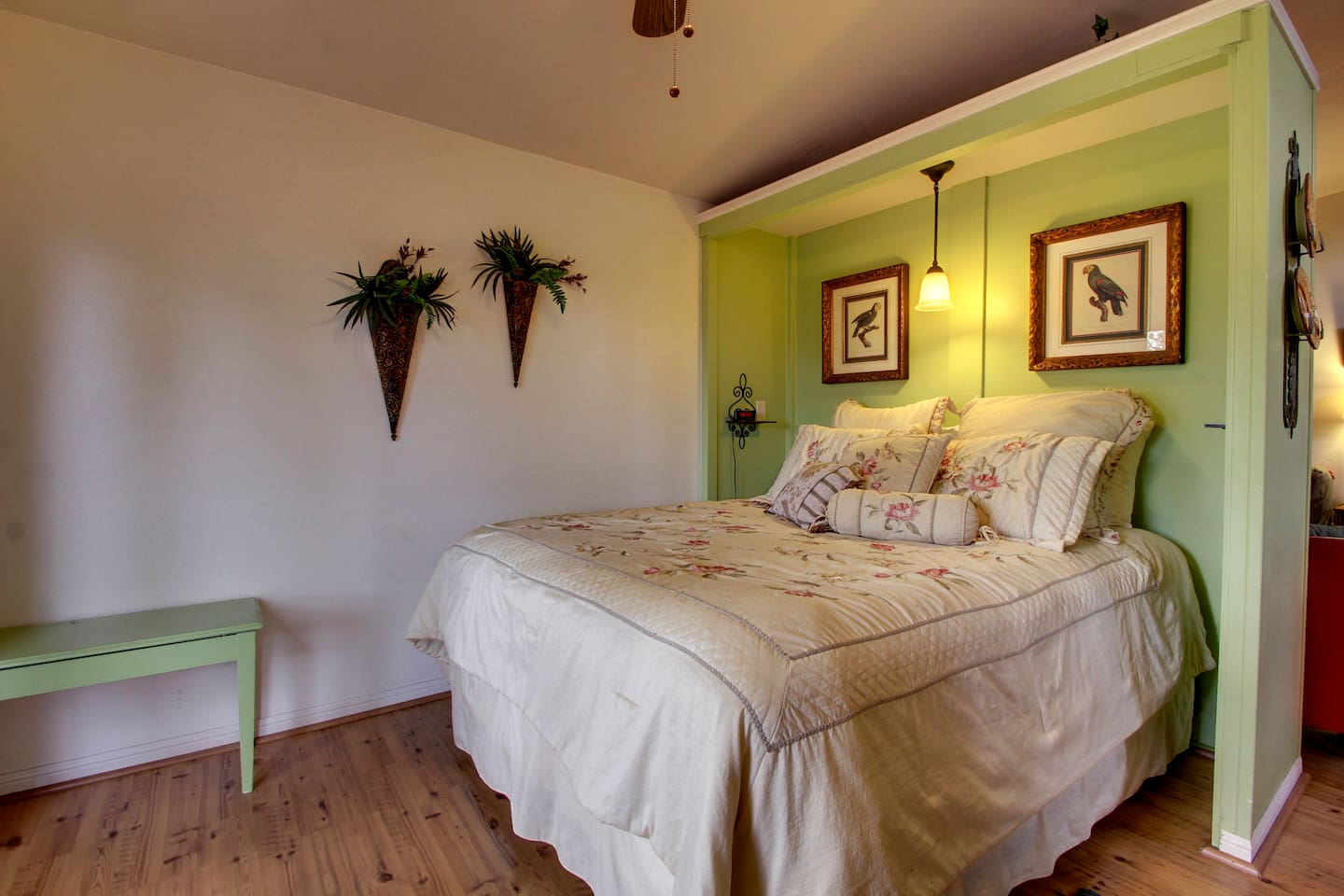 Annabelle's Suite - Queen Bed