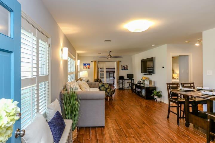 Texas Bluebonnet - Luxury Vacation Home & Garden