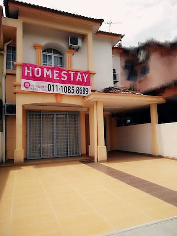 Standard Triple Room #1 @ My Segamat Homestay~* - Segamat - Casa