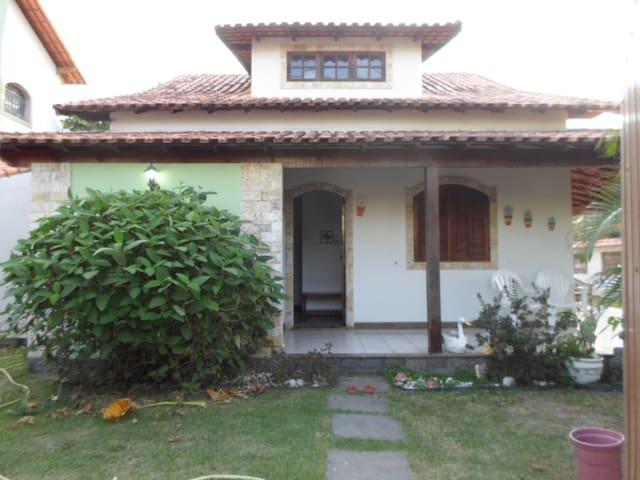Casa com piscina e churrasqueira em Maricá Rj