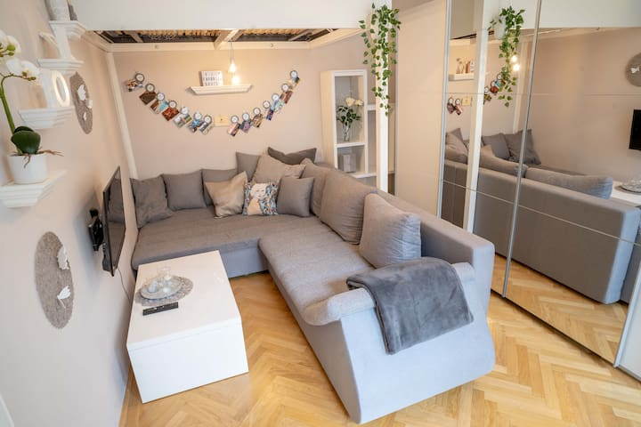 Cozy Modern Nest in the ❤️ of Vienna with Netflix