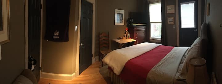 Charming  Private Room & Private bath so Clean!!