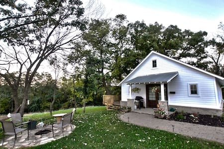 The Corn Crib Bed and Breakfast - Indianola