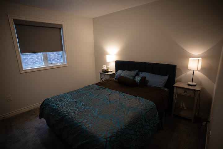 Private bedroom in the Heart of Waterdown