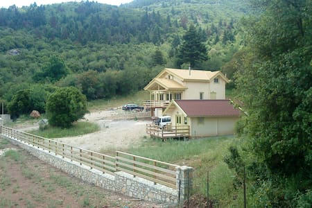 Modern log house in the woods - Achaia - Cabana