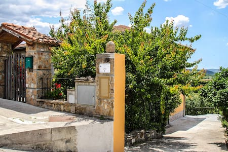 STANZA PRIVATA IN B&B ANTAS MARA SS Via Roma 98-1 - Mara - Bed & Breakfast