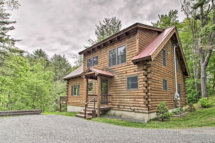 Log Cabin Mins to Suicide Six & Downtown Woodstock