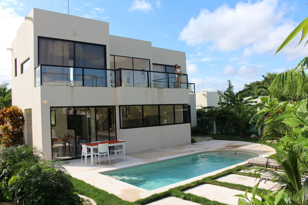 Spacious modern house tulum houses for rent in tulum for Modern house for rent