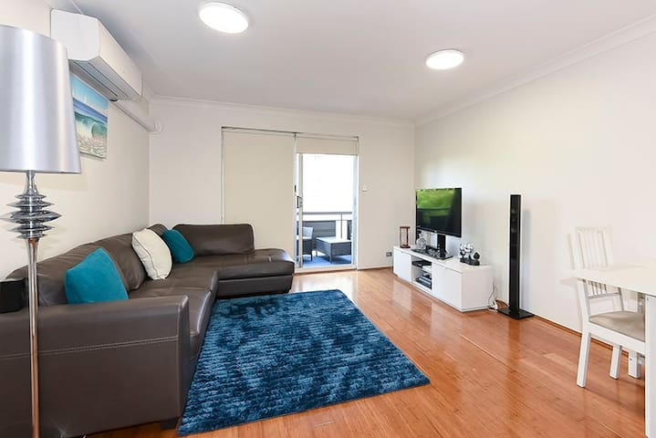 Beautiful 2 Bedroom -3.5km from CBD - Greenslopes - Apartemen