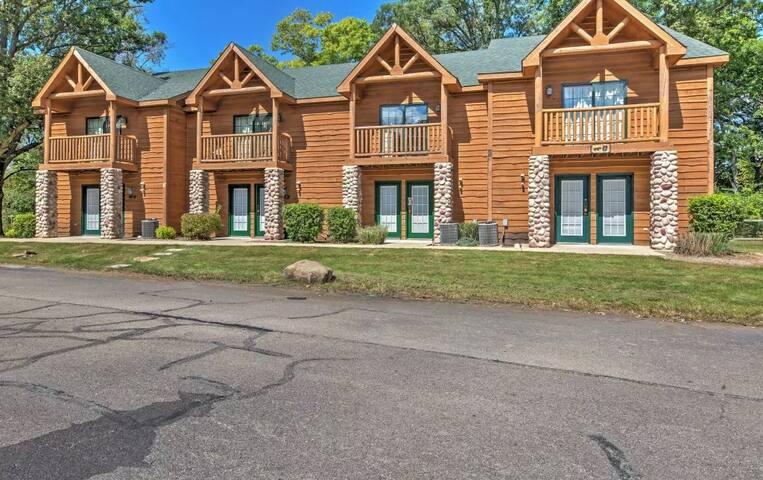 Magnificent 2BR North Utica Villa w/Views! - North Utica - Villa