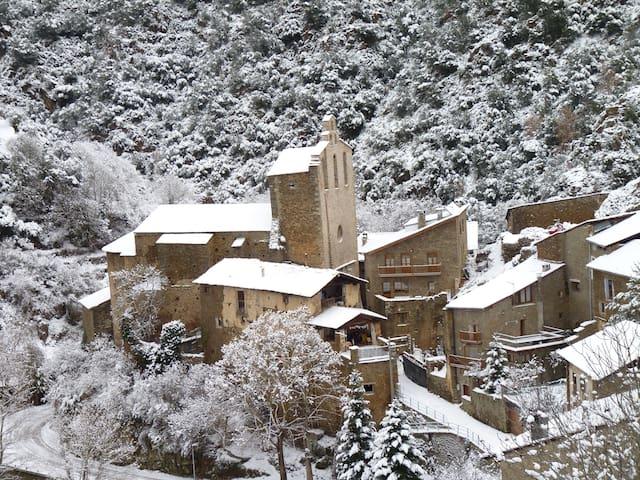 Casa Rural Cal Maró.Castellbò.Lleida.Pirineo . - Lleida - House