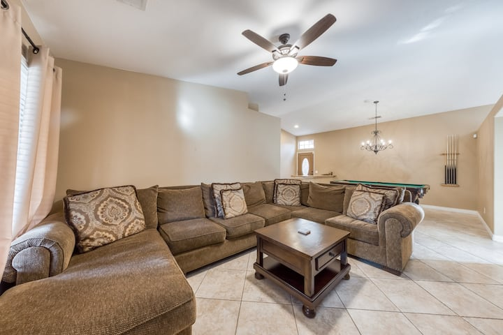 Beautiful & spacious home with private pool & spa, basketball hoop & more!