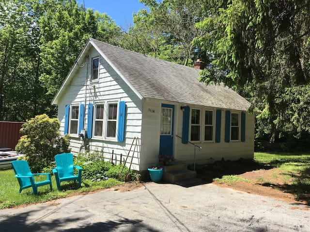 Furnished 2 Bedroom Cottage - Newly updated!