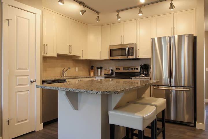 2 Br/1 Bath Condo in South East - Calgary - Apartment