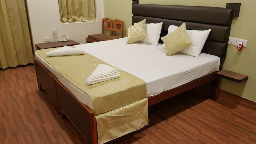 HOTEL GOKUL GRAND GUEST HOUSE VARANASI