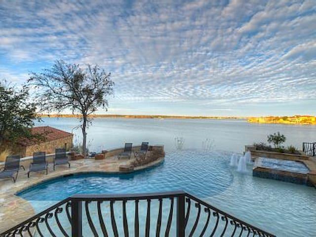 Luxury Lake Lbj Waterfront Estate Home - Horseshoe Bay - House