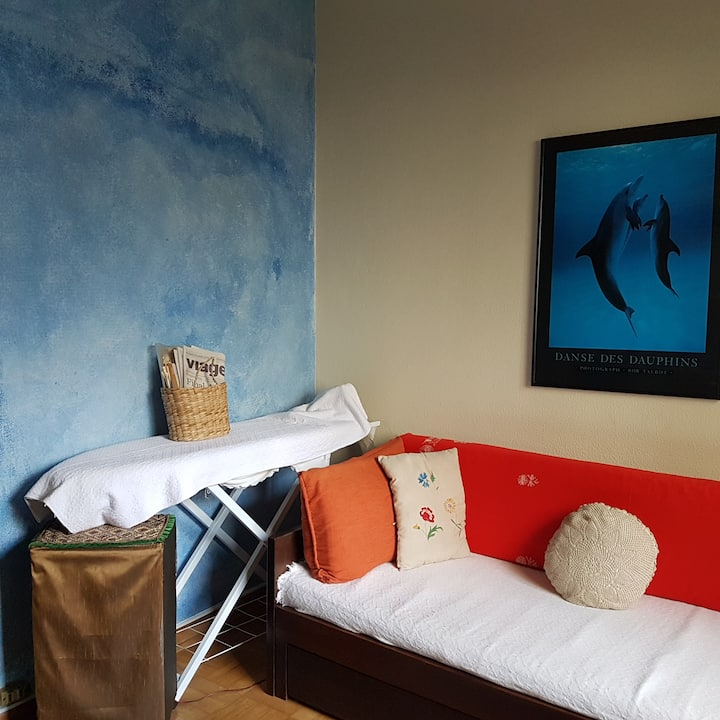 A BLUE AIRY ROOM IN THE HEART OF HIGIENÓPOLIS