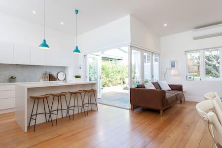 Beautiful family home near Manly beach - Fairlight