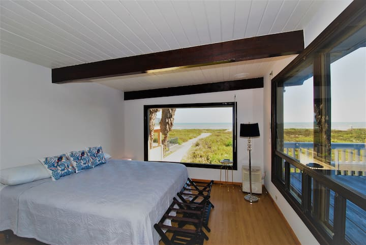 Private Beachfront house with views of the beach and Gulf of Mexico.