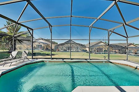 Peaceful Retreat w/ Lanai Pool - Near Disney!
