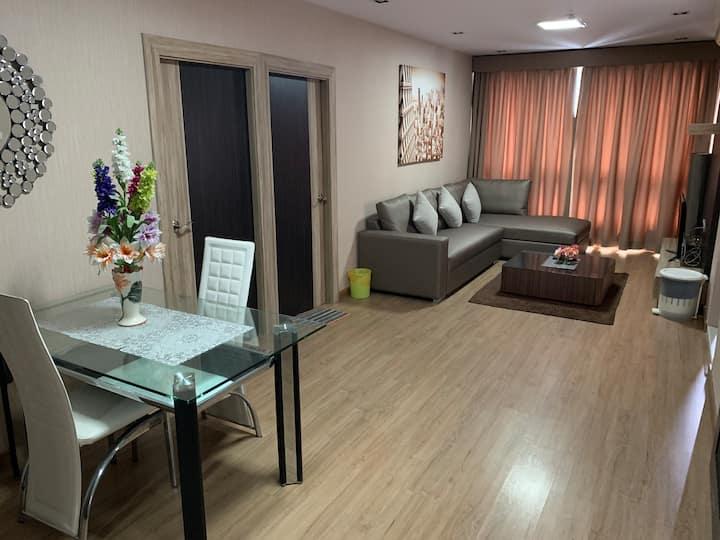 Cozy sea view 2 bed rooms in Sri Racha city centre