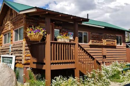 Angler Cabin #5: Lupine Village at Grand Lake