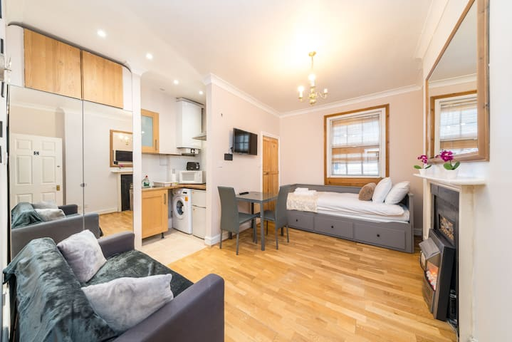 Modern Studio apartment next to Piccadilly Circus