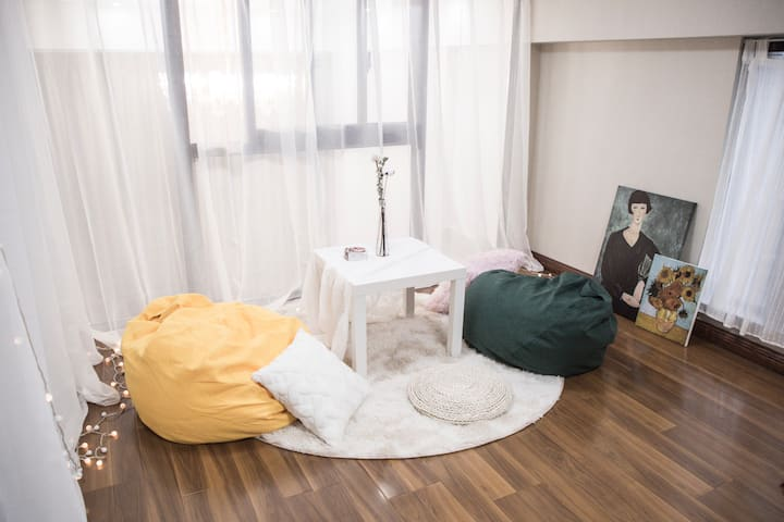 【Mojito】百平loft复式公寓.万达旁.毗邻花果山景区.百寸投影.巨龙街.三国杀桌游