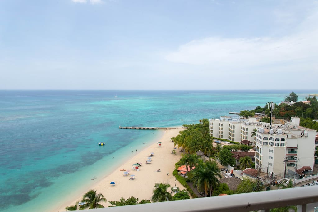 Coral Reef Beach Suite Apartments For Rent In Montego